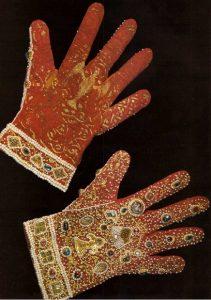 Renaissance gloves
