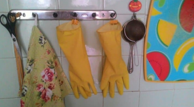 Easy way to store dishwashing gloves